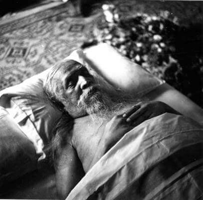 श्रीअरविन्द का अपना शरीर त्यागना परम नि:स्वार्थता का कार्य हे । उन्होंने अपने शरीर में होनेवाली उपलब्धि को इसलिए त्यागा कि सामूहिक उपलब्धि का मुहूर्त जल्दी आ सके । निश्चय ही, अगर धरती अधिक ग्रहणशील होती, तो यह जरूरी न होता । -श्रीमाँ