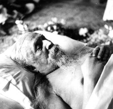 श्रीअरविन्द सूक्ष्म भौतिक जगत् में हैं, अगर तुम यह जानते हो कि वहां कैसे जाया जाये, तो तुम उनसे नींद में मिल सकते हो । -श्रीमाँ