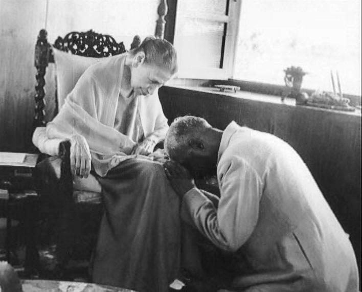 श्रीअरविंद आश्रम की श्रीमाँ सुरेन्द्र नाथ जौहर के साथ