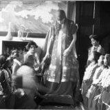 श्रीअरविंद आश्रम की श्रीमाँ बच्चों के साथ