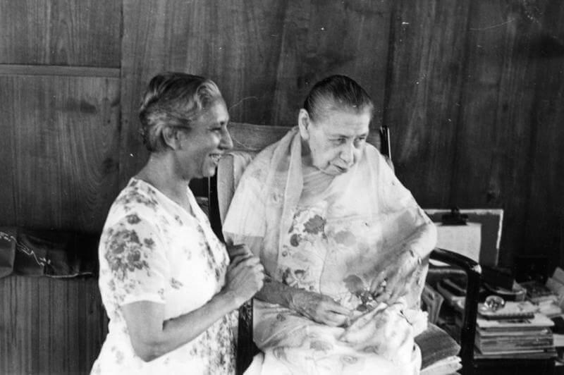 श्रीमाँ नन्ही मुस्कान के साथ