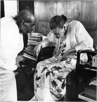 श्रीअरविंद आश्रम की श्रीमाँ नलिनी कान्त गुप्त के साथ